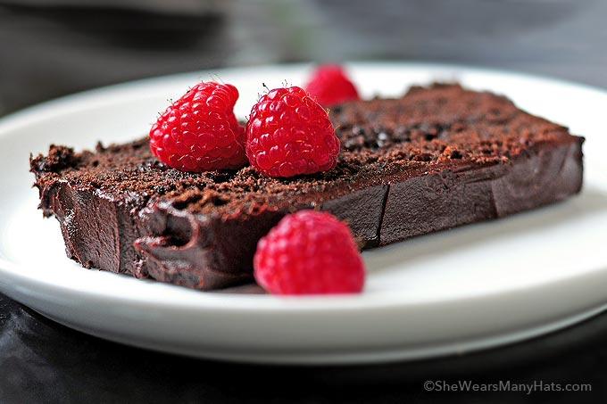Kolač-od-čokolade-sa-malinama