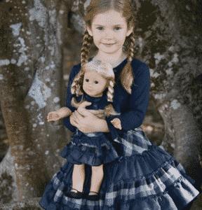 Devojcica sa lutkom