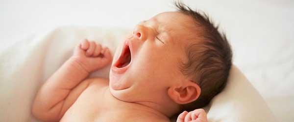 sisanje-pospana-beba